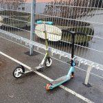 Neue Rollerparker warten auf die Kinder mit ihren Rollern